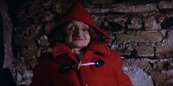 don't look now, 1973, nic roeg, horror, slasher, venice, donald sutherland, julie christie, dwarf, red coat